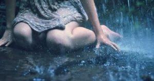 lluvia mujer